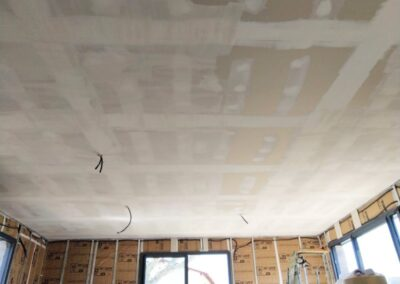 Pose propre de bande à joints dans projet neuf maison