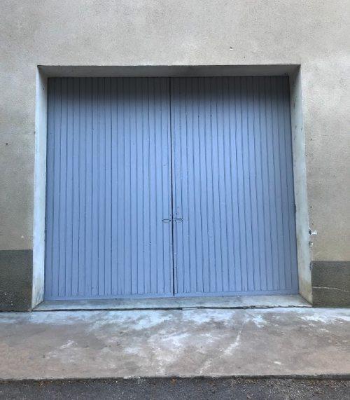 AM PEINTURE : Mise en peinture d'une porte de grange : peinture de menuiserie