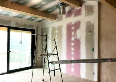 Ponçage et mise en peinture de mur d'une maison de maitre