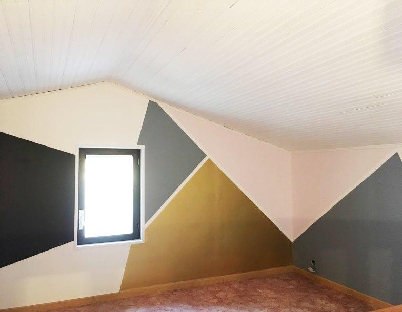 Décoration d'une chambre avec peinture géométrique design